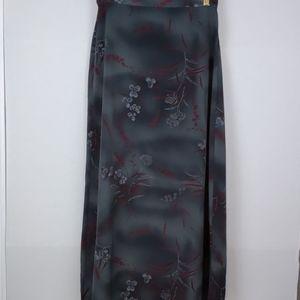 K.C. Spencer New York-gray long skirt w/flowers 8